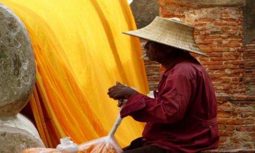 Zdj�cie TAJLANDIA / Ayutthaya / Ayutthaya, Wat Yai Chai Monghon / Przerwa na papieroska