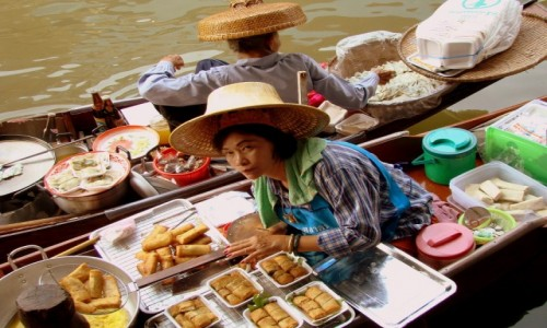 TAJLANDIA / Okolice Bangkoku / Damnoen Saduak Floating Market / Spring rolls