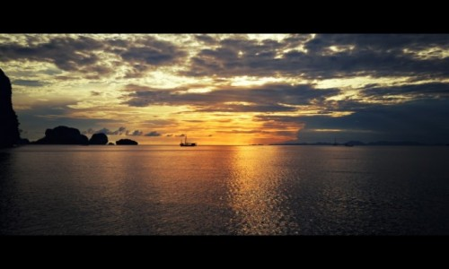 Zdjecie TAJLANDIA / Krabi / Krabi / When the sun goes down.