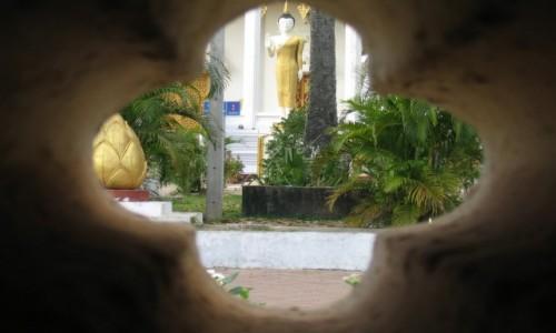 Zdjęcie TAJLANDIA / Bangkok / Bangkok / Przez dziurkę podglądamy teren króla