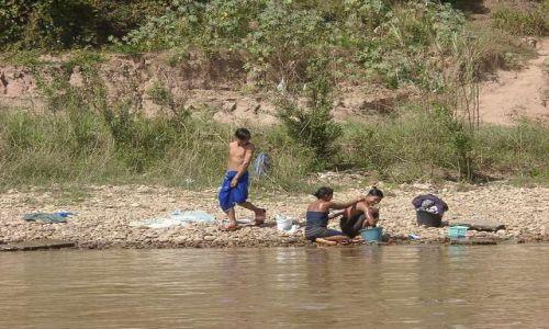 Zdjecie TAJLANDIA / brak / Mekong River / Golden Triangle / Codzienna toaleta Birmańczyków