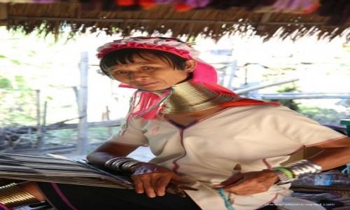 Zdjecie TAJLANDIA / Chiang Mai / wioska Karen / Kobieta z pelmienia Karen