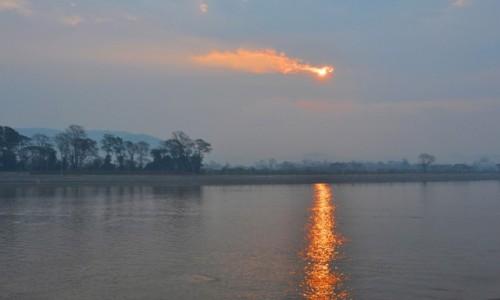 TAJLANDIA / północ / Złoty Trójkąt / Pochmurny poranek nad Mekongiem