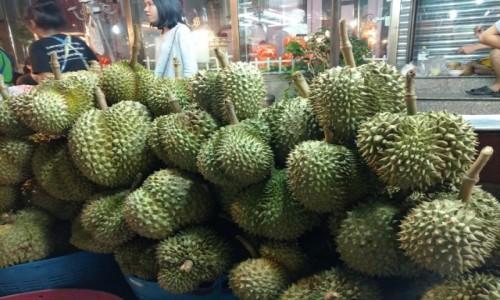 Zdjecie TAJLANDIA / Bangkok / uliczny bazar / duriany
