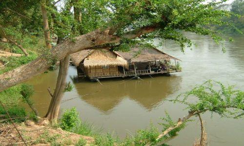 Zdjecie TAJLANDIA / rzeka Kwai / Kwai / dom na rzece Kwai
