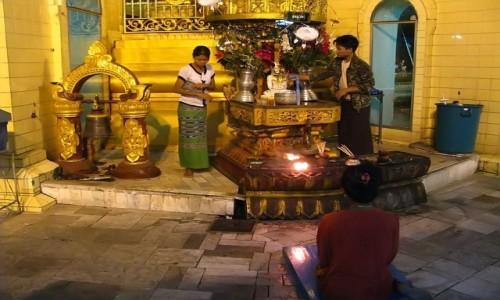 Zdjecie MYANMAR / Yangon / Yangon / Sule Paya - detal