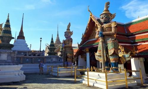 Zdjecie TAJLANDIA / Bangkok / Wat Phra Kaeo / Ogromni strażnicy świątyni