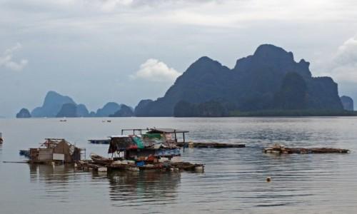 Zdjecie TAJLANDIA / Phang Nga / Ko Panyi / Na wodzie