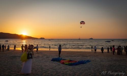 Zdjecie TAJLANDIA / Prowincja Phuket / Patong Beach / O zachodzie słońca