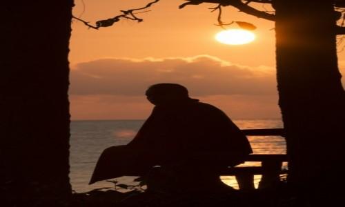 Zdjecie TAJLANDIA / Krabi / Krabi / Mnich,wschód słońca