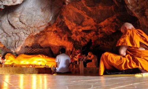 Zdjecie TAJLANDIA / Chiang Rai / Chiang Rai / Medytacja w jaskini