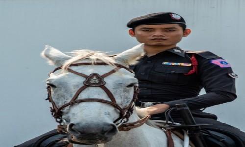 Zdjecie TAJLANDIA / Dystrykt Bangkok / Bangkok / Jeździec ... z głową i w berecie ;-)