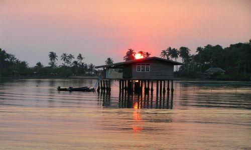 Zdjęcie TAJLANDIA / ko chang / zatoka / dom na wodzie