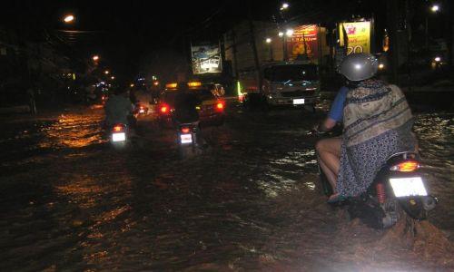 Zdjęcie TAJLANDIA / ko samui /  samui / Ulice Samui po ulewie