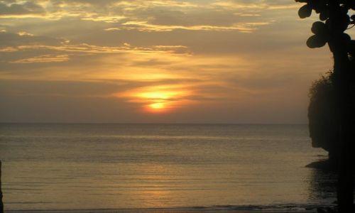 TAJLANDIA / poł.-zach. Tajlandii / wyspa Tarutao / zachód słońca na Tarutao