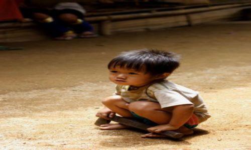 Zdjecie TAJLANDIA / Północna Tajlandia / Okolice Chiang Rai / Mały bojowniczy Akha