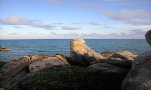 Zdjecie TAJLANDIA / Ko Samui / plaża / kamieniście