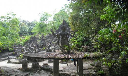 Zdjecie TAJLANDIA / Ko Samui / świątynia / zagubiona świątynia