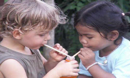 Zdjecie TAJLANDIA / brak / Chiang Rai / Dzieci nie znają granic:-)