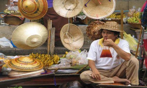 Zdjecie TAJLANDIA / okolice BKK / floating market / kapelusznik