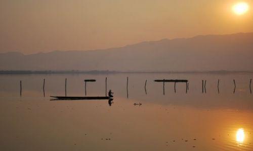 Zdjecie TAJLANDIA / Tajlandia Środkowa / Tajlandia / Jezioro o zachodzie słońca