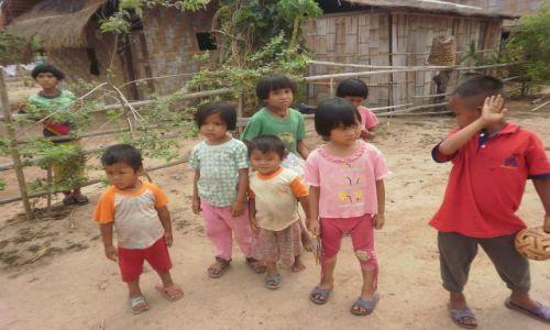 Zdjecie TAJLANDIA / 80km na północ od chiang mai / okolice chiang mai / dzieci