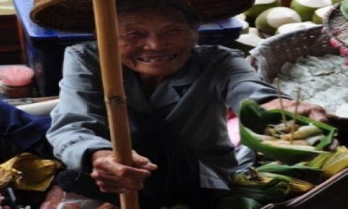 Zdjecie TAJLANDIA / - / Damnoen Saduak / Sprzedawczyni