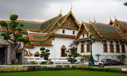 Zdjęcie TAJLANDIA / Bangkok / zespól Pałacowo-świątynny / jak scenografia do filmu - aż wydaje się nierzeczywista
