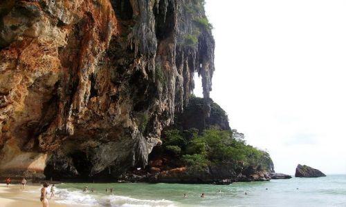 TAJLANDIA / południowa Tajlandia / Phranang Beach / wiszące firany skalne na Phranang Beach