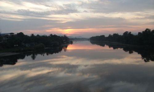 Zdjęcie TAJLANDIA / Kanchanaburi / ... rzeka Kwai.... / ... przed wschodem ...