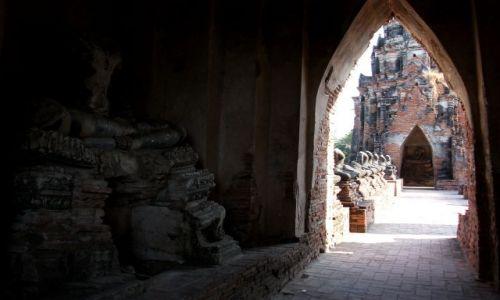 Zdjęcie TAJLANDIA / Ayuttaya / Ayuttaya / ... dekapitacja... kamienne pokłosie birmańskiej zagłady ...