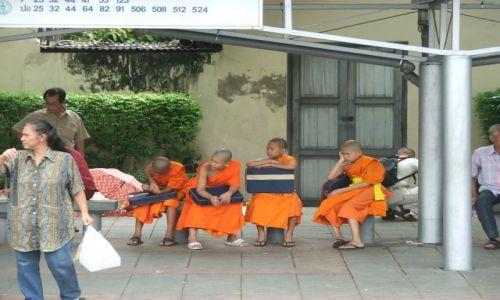 Zdjecie TAJLANDIA / - / Bankog / Czekając na autobus