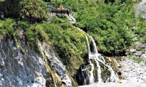TAJWAN / wschodnia część / Park Narodowy Taroko / Świątynie są ładnie położone