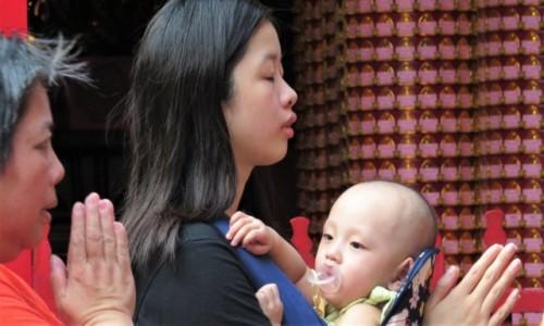 Zdjecie TAJWAN / Taipei / Świątynia Longshan / Oddani modlitwie