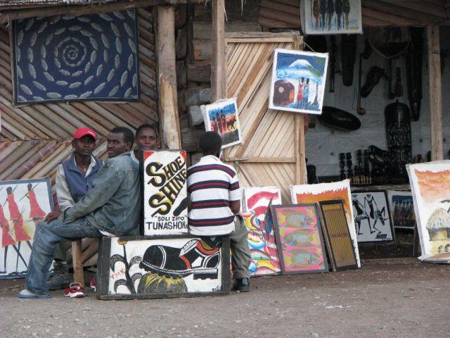 Zdjęcia: Moshi, Afryka,, Pucybut i galeria obrazów, TANZANIA