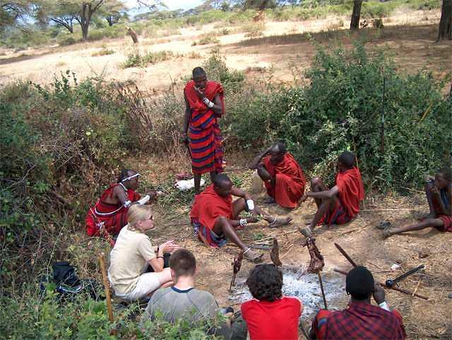 Zdjęcia: Longido, powitanie przez masajów, TANZANIA
