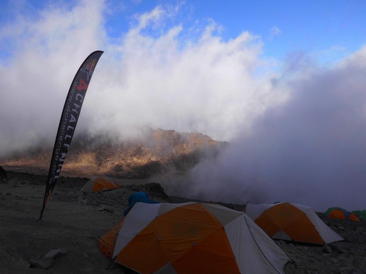 Zdjęcia: Kilimandżaro, Obóz dosłownie tonie w chmurach., TANZANIA