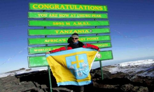 Zdjecie TANZANIA / - / Kilimanjaro / Kili zdobyte! Uhuru Peak z flagą Skierniewic