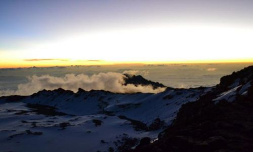 Zdjecie TANZANIA / Afryka / Kilimandżaro / wschód słońca nad Afryką widziany z Kili
