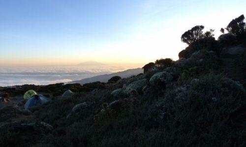 Zdjęcie TANZANIA / Arusha / Shira Hut / Kilimandżaro z Mt. Meru w tle