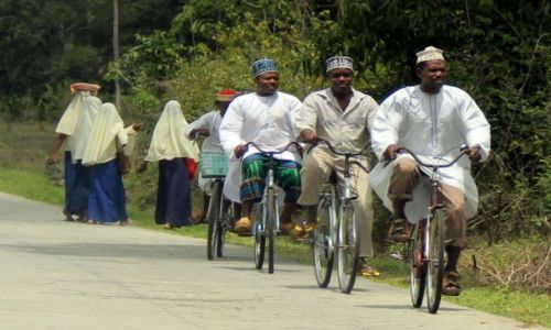 TANZANIA / Zanzibar / Zanzibar / Moj ulubiony to ten w w spodniach w kratke :)