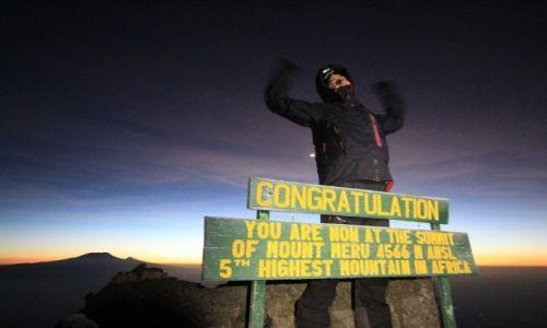 Zdjecie TANZANIA / Arusha National Park / Arusha National Park / Świt na szczycie Mount Meru