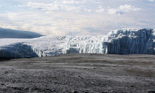 Zdjęcie TANZANIA / masyw Kilimandżaro / wierzchołek Uhuru 5895 m n.p.m. / na szczycie
