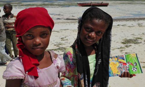 Zdjecie TANZANIA / Zanzibar / okolice Bwejuu / Dziewczynki