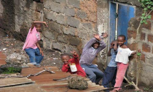 Zdjęcie TANZANIA / Afryka, / Moshi / Chłopaki pozujemy !!!!