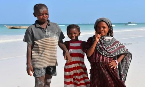 Zdjęcie TANZANIA / Zanzibar / wschodnie wybrzeże / Dzieci z wioski
