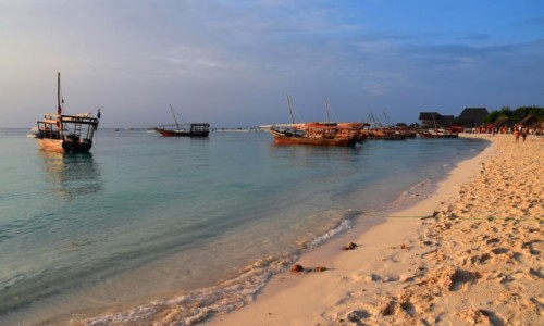 Zdjęcie TANZANIA / Zanzibar / wybrzeże zachodnie, wioska Kendwa / W świetle zachodzącego slońca