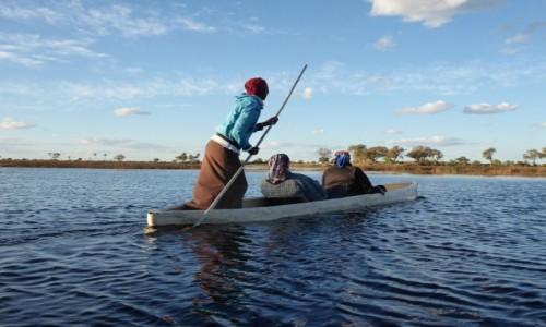 Zdjecie BOTSWANA / - / delta rzeki Okawango / podwózka na Okawango
