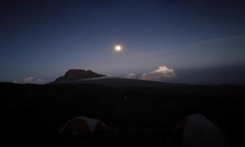 Zdjecie TANZANIA / - / Kilimandżaro / Kilimandżaro w świetle księżyca.