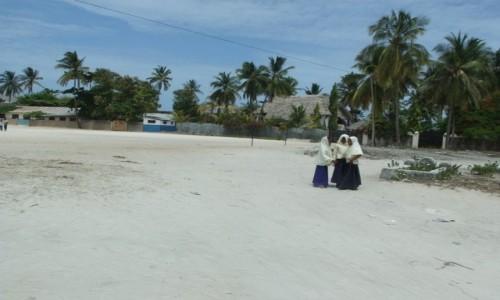 Zdjecie TANZANIA / Zanzibar / Jambiani / Dziedziniec szkoły w Jambiani